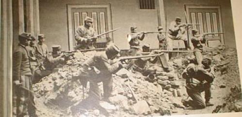Enemigo asaltando casas de Lima