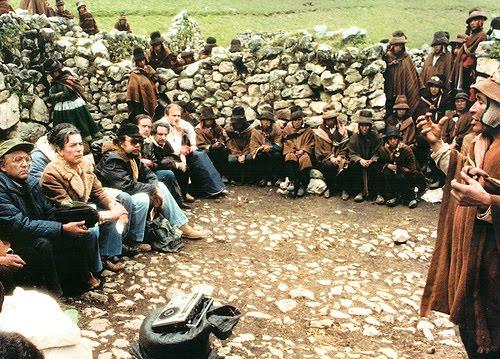 La Comisión escucha a líderes de la Comunidad. Ninguno entendía el quechua.