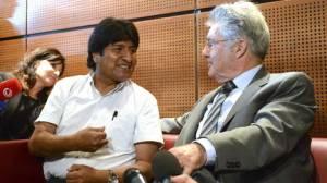 Los Presidentes de Bolivia y Austria en el aeropuertode Viena.